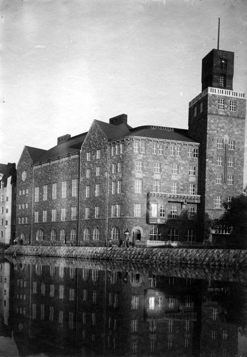 Black and white photograph of the exterior of Työväen talo from Eläintenhanlahti, 1908.