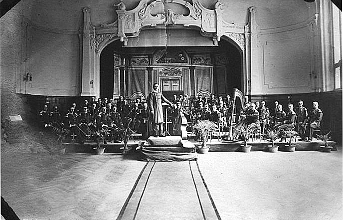 B&W photograph of The concert hall of the Prinz Heinrich Hotel, with the band of the III Seebataillon and Otto K. Wille